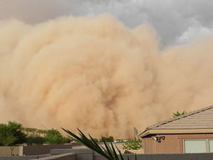 """July 5, 2011 A Super Sand Storm, reported by some Phoenix media channels as """"The largest Sand Storm in the history of Arizona"""" by Roxy Lopez (Own work) [CC BY-SA 3.0 (http://creativecommons.org/licenses/by-sa/3.0) or GFDL (http://www.gnu.org/copyleft/fdl.html)], via Wikimedia Commons"""